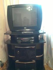 Продам цветной телевизор LG с подставкой в отличном состоянии