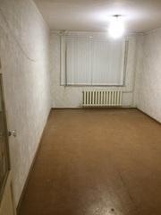 Продам двухкомнатную квартиру около «Школьника»,  торг